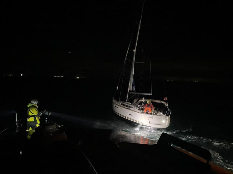 Padstow RNLI volunteers assist yacht with fouled propeller